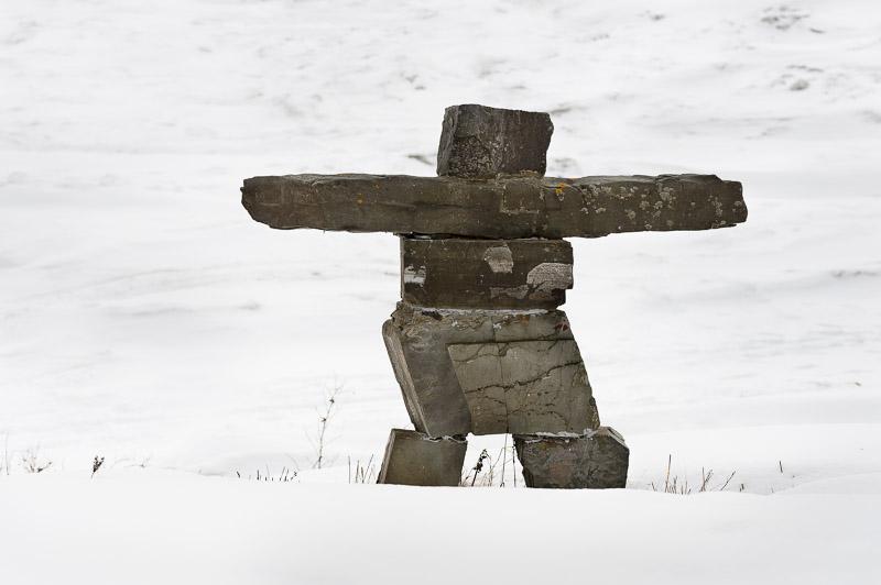 Un Inukshuk qui passe ses hivers à contempler le fleuve Saint-Laurent!