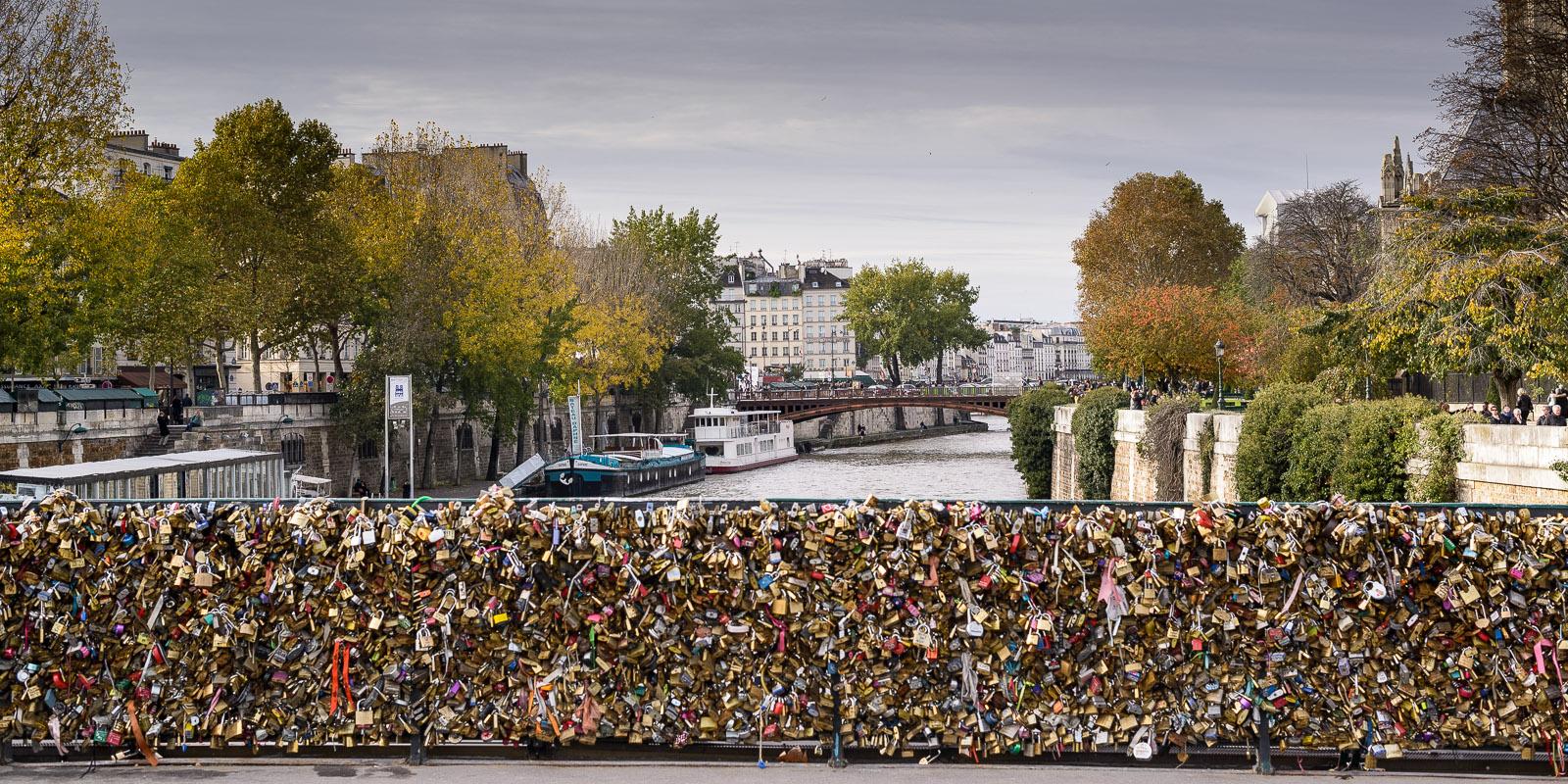 Le célèbre Pont des Arts et ses cadenas d'amour!