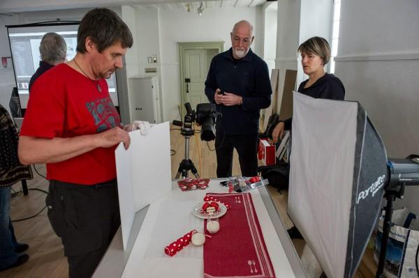 Démonstration de la démarche photographique en photo culinaire avec Claudel (gauche) et Michel (au centre).