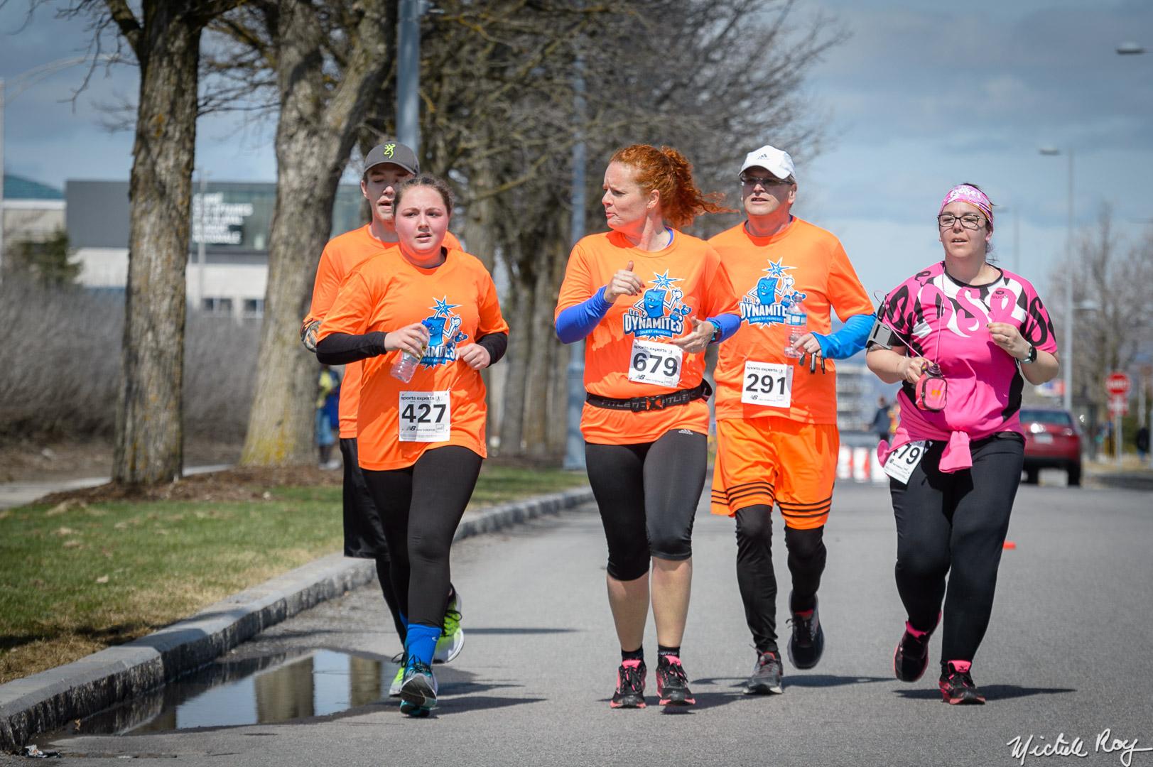Courir avec un esprit d'équipe! / A team spirit